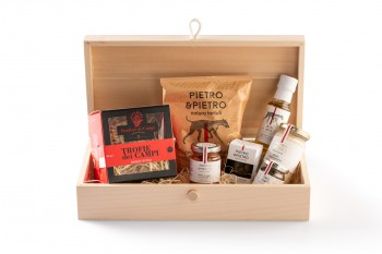 Houten box gevuld met truffelproducten